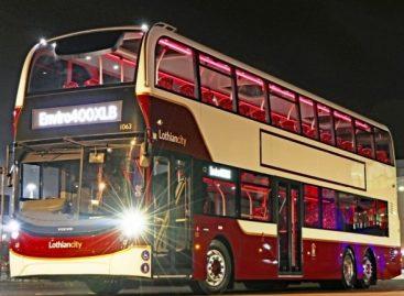 """Didžiojoje Britanijoje – naujas dviaukštis autobusas ant """"Volvo"""" važiuoklės"""
