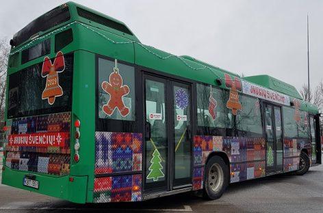 Šiauliuose – šventiškai papuošti autobusai