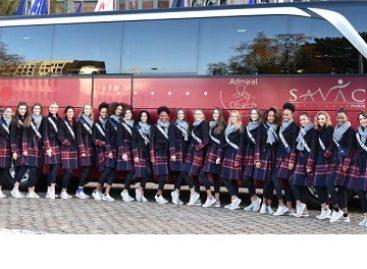 """Gražiausios moterys keliavo """"Setra"""" autobusu"""