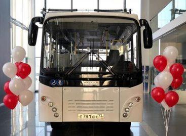 """Rusijos kompanija """"Simaz"""" kartu su """"Isuzu"""" pristatė naują autobusą"""