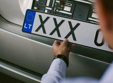 Pradedantieji vairuotojai turės daugiau laiko pasikeisti vairuotojo pažymėjimą