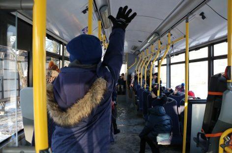 """""""Kauno autobusai"""" darbuotojai supažindino mažuosius kauniečius su viešuoju transportu"""