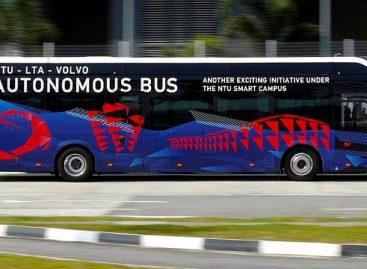 Singapūre pristatytas pirmasis pasaulyje standartinio ilgio elektrinis savivaldis autobusas
