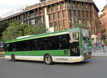Milane padegtas vaikus vežęs autobusas