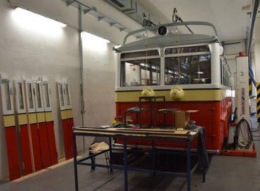 """Prahoje restauruojamas troleibusas """"Praga TOT"""""""