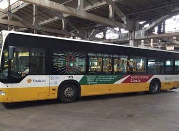 Į Šiaulių gatves išriedėjo Lietuvos istoriją pasakojantys autobusai