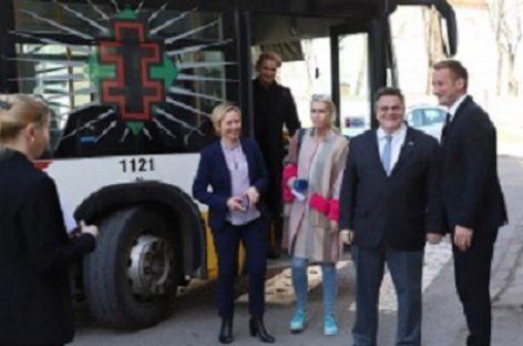 Užsienio reikalų ministras į Šiaulių savivaldybę atvyko miesto autobusu