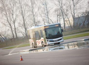 Prie saugaus eismo įgūdžių diegimo prisideda ir autobusų gamintojų atstovai