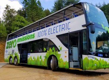 """""""Ayats"""" pristatė bestogį elektrinį autobusą"""