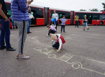 """Įmonės """"Kauno autobusai"""" darbuotojai su vaikais kartu praleido savaitgalio popietę"""