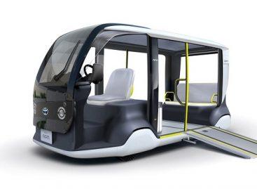 """""""Toyota"""" Olimpinėms žaidynėms Tokijuje pristatė futuristinį elektrinį autobusiuką"""