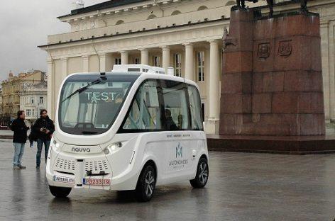 Japonijoje savivaldis autobusas veš keleivius bendrojo naudojimo keliais