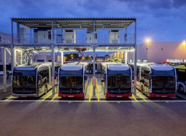 """""""Mercedes-Benz"""" elektros įkrovimo stotis – Manheimo autobusų gamykloje"""