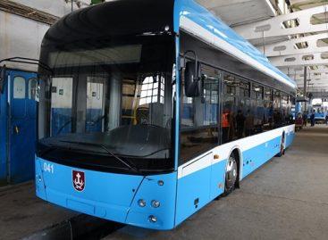 Ukrainos Vinicos miesto vežėjai pasigamino savo troleibusą