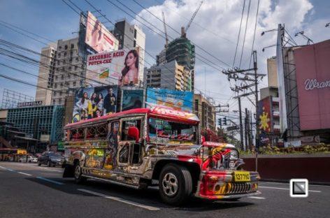 Garsieji Filipinų džipniai traukiasi iš gatvių
