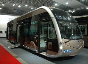 """Barselonos vežėjai įsigijo 23 elektrinius """"Solaris"""" ir """"Irizar"""""""