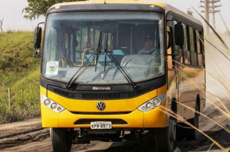 """""""Volkswagen"""" pristatė bekelei pritaikytus mokyklinius autobusus"""