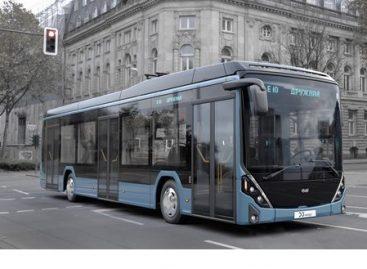 """""""Belkommunmaš"""" pristatė naują elektrinį autobusą"""