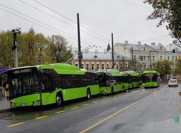 """Senuosius troleibusus Kaune keičia vis daugiau naujų """"Solaris"""" troleibusų"""
