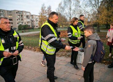 Sostinės viešojo transporto kontrolierių staigmena moksleiviams – darnaus judumo atšvaitai