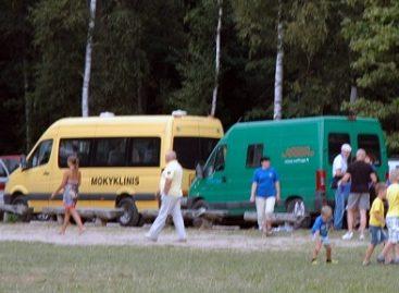 Mokyklinius autobusus mokamose vietose leista statyti nemokamai