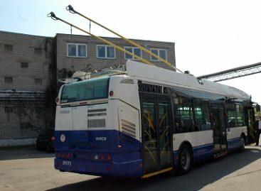 """""""Rīgas satiksme"""" sutarė su """"Škoda Electric"""" dėl troleibusų pateikimo datos"""
