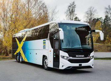 """""""Scania"""" nacionalinei Švedijos slidininkų rinktinei sukūrė autobusą su saulės baterijomis"""