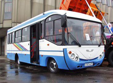 """""""GolAZ-4244"""": autobusas-šypsenėlė"""