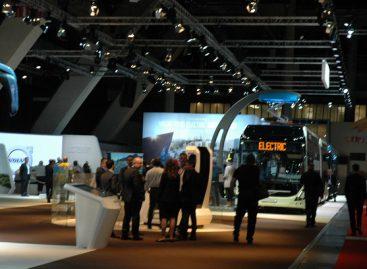 """""""Volvo"""" gamintojai """"Busworld Europe"""" pristatė sudvejintą elektrinį autobusą"""