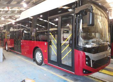 Panevėžyje pristatomi Lietuvoje dar nematyti autobusai