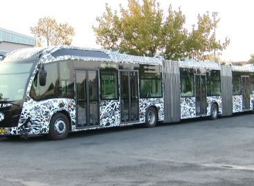 Stambulo gatvėse – gigantiški autobusai