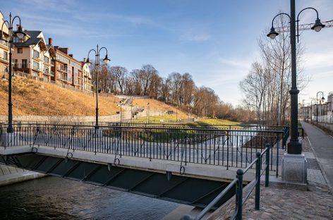 Užupio ir Paupio krantus Vilniuje sujungė naujas pėsčiųjų tiltas