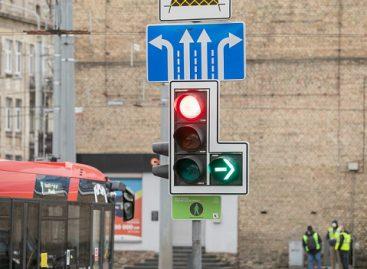 Lenteles su žaliomis rodyklėmis Vilniuje keičia sekcijos – kuriose sankryžose jos atsiras?