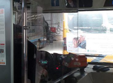 Lengvai sumontuojama apsauga vairuotojams ir keleiviams nuo COVID-19