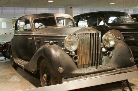 """""""Rolls Royce"""": automobilis aliuminio kėbulu, dekoruotu """"sidabrinės ponios"""" figūra"""