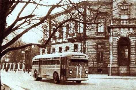 Pirmasis sovietinis dyzelinis-elektrinis autobusas ZIS-154