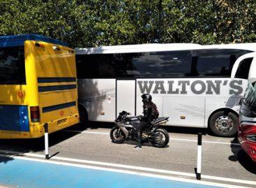 Šimtai tuščių autobusų užtvindė Londono gatves