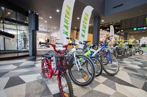 Įteikė kauniečių dovanotus dviračius –  pradžiugintos 33 šeimos