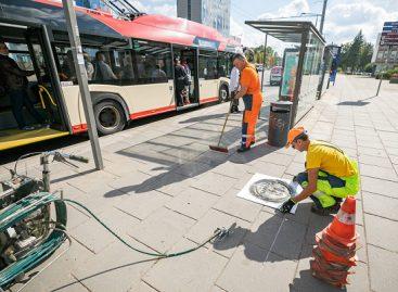 Vilnius keleivių saugumui stotelėse specialiai žymi vietas – primenama laikytis atstumo