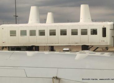 Vašingtono Dulleso tarptautiniame oro uoste keleivius veža originalūs autobusai