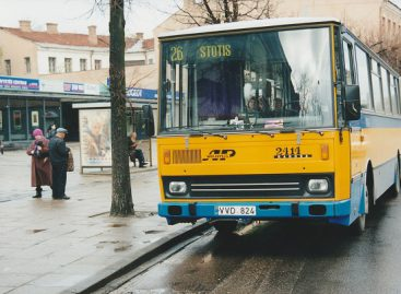 """Prieš 25 metus Vilniaus gatvėse pasirodė """"Karosa"""" autobusai"""