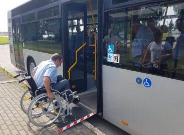 Marijampolės autobusų parko vairuotojams – mokymai, kaip padėti turintiems skirtingas negalias