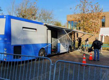 Įprasti autobusai virsta COVID-19 tyrimų laboratorijomis