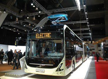"""""""Volvo"""" pademonstravo, kaip gaminami sudvejinti elektriniai """"Volvo 7900 EA"""""""