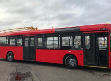 """UAB """"Vilniaus viešasis transportas"""" pristato inžinerinį stebuklą troleibusų kontaktiniam tinklui valyti"""