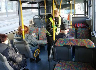 Kaip šiauliečiams sekasi laikytis karantino reikalavimų viešajame transporte?