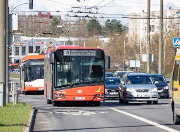 """Į vakcinacijos centrą """"Litexpo"""" – specialiais 100 ir 200 autobusų maršrutais"""