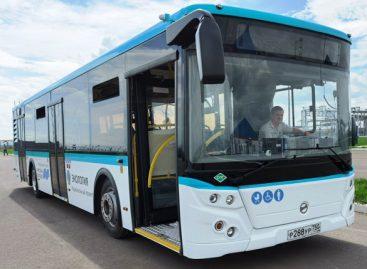 Sankt Peterburge – suskystintomis gamtinėmis dujomis varomi autobusai