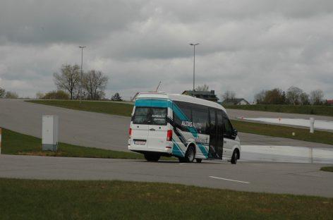 Greičio ribojimo ženklinimas ir šviesoforai: kaip galėtume pagerinti eismo reguliavimą vairuotojams?