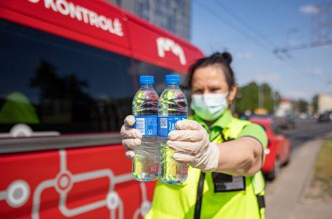 Gaivios naujienos sostinės keleiviams – vanduo stotelėse, dar daugiau kondicionuojamo viešojo transporto